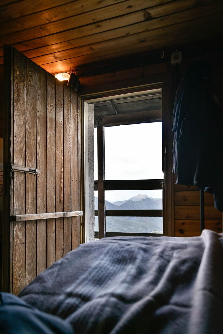 Hut Bedroom Indoors Bed Door  - felix_merler / Pixabay